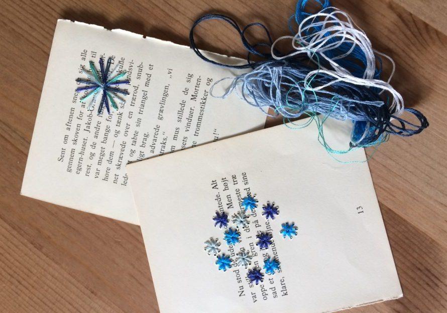 Mille Fleur broderier i blå farver på bogsider