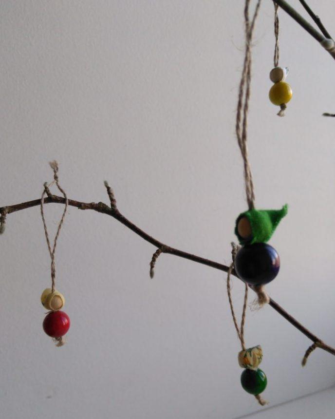 Forårskoner lavet af træperler