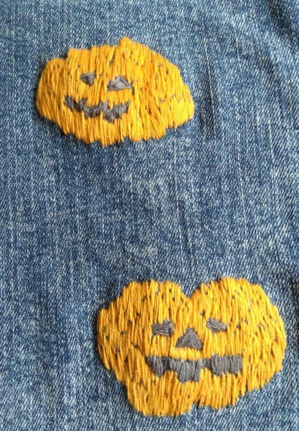 Broderede græskar på gamle jeans