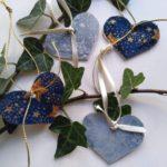 Hjerter til gave pynt lavet af genbrugsfiner