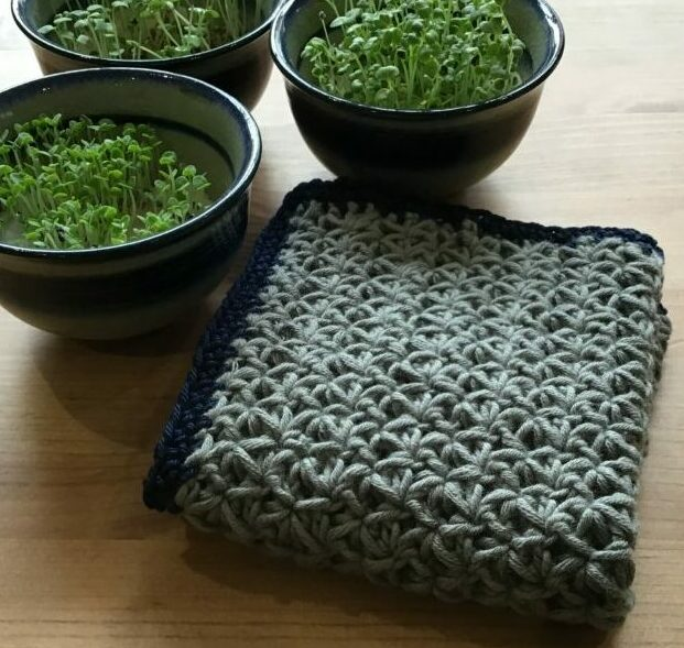 Dish cloth crocheted in grey