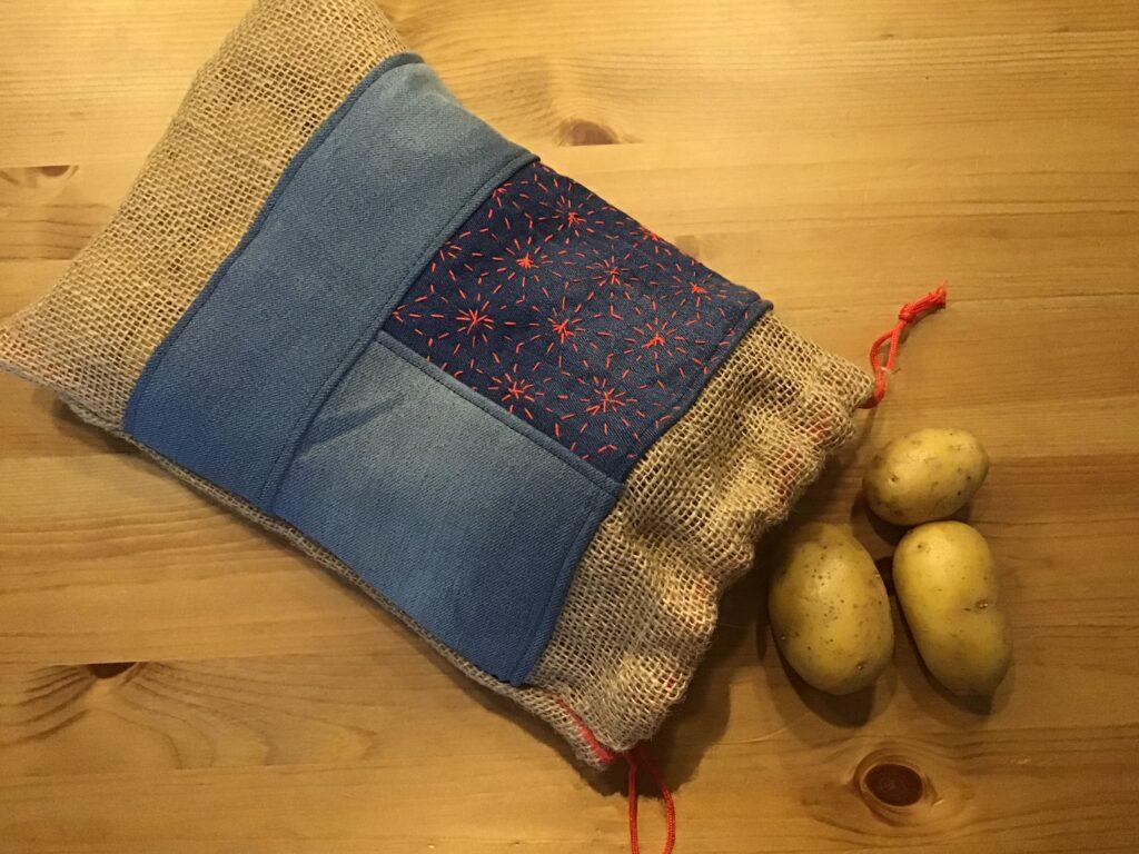 Kartoffelpose Syet Af Forskellige Genbrugsmaterialer