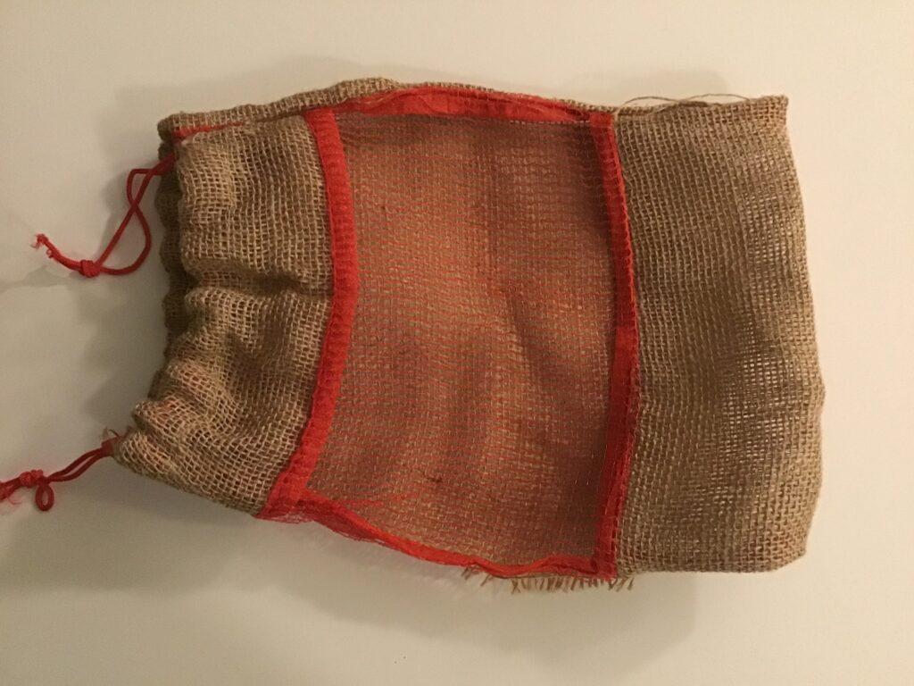 Picture of: Kartoffelpose Syet Af Forskellige Genbrugsmaterialer