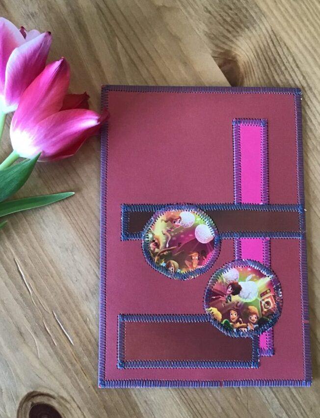 Pink kort syet af upcyclet papir og karton