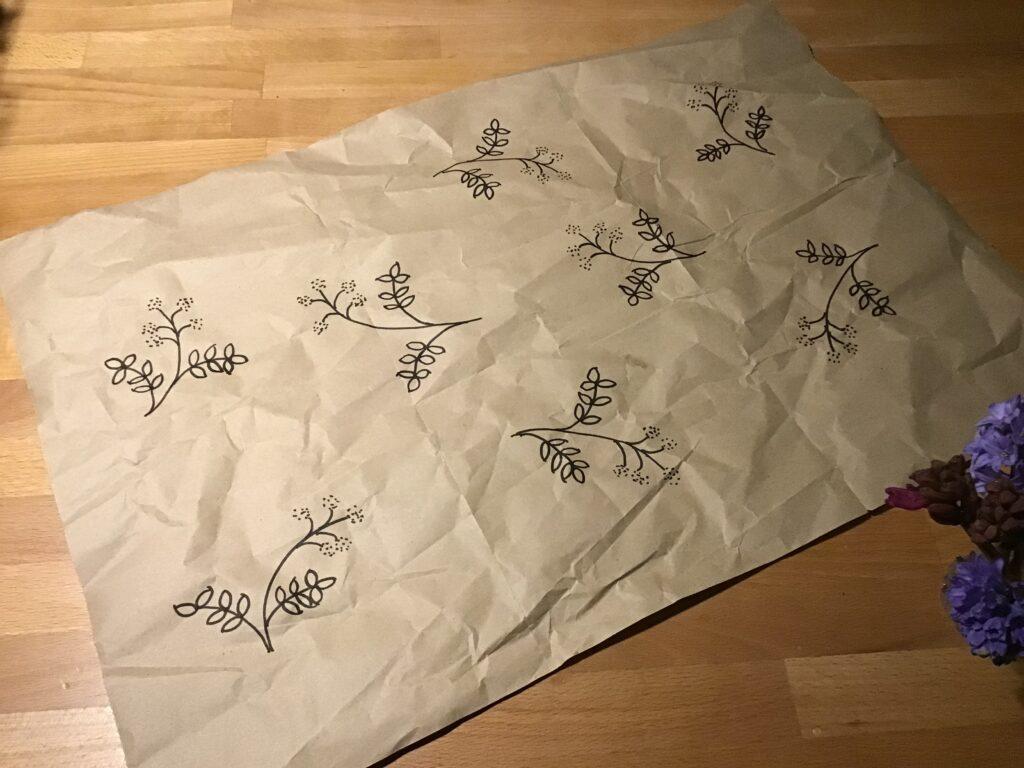 Gavepapir lavet af upcyclet brunt papir