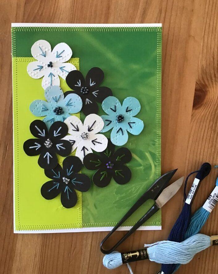 Blomsterkort lavet af genbrugspapir